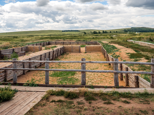 Photo archaeological excavations ancient structure in Arkaim Russia - SOARtv.TV